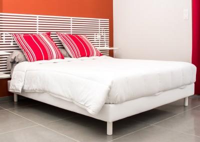 Nos chambres sont spacieuses et équipées d'un grand lit en 160x200cm