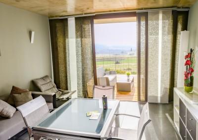 Notre salon, agréable et lumineux, est également équipé d'une télévision et d'un accès wifi gratuit