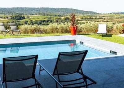 Aménagée, calme et privative, la piscine du Mas Palat vient agrémenter votre séjour dans l'hérault