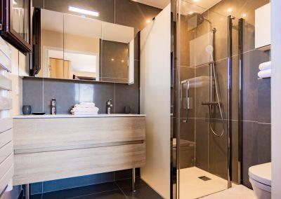 """L'une des deux salles de bains du gîte """"La Picholine"""""""